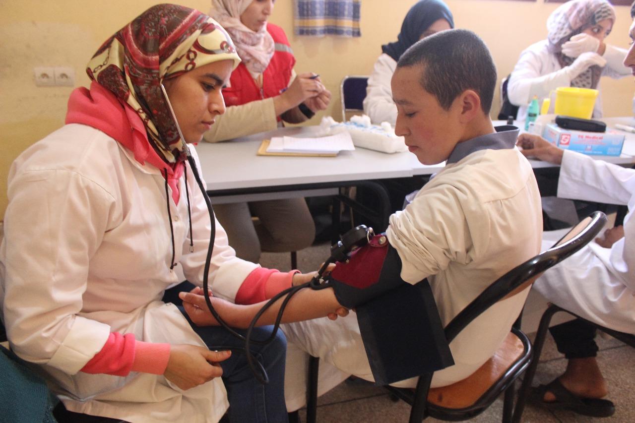 بالصور جمعية الحقيقة لرعاية مرضى القلب والشرايين والضغط الدموي، تواصل حملتها الطبية بإقليم تيزنيت