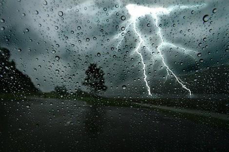 رياح وأمطار قوية تمس العديد من أرجاء المملكة