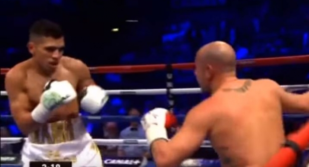 فيديو : الملاكم المحترف الربيعي يفوز بالضربة القاضية أمام خصمه الايطالي