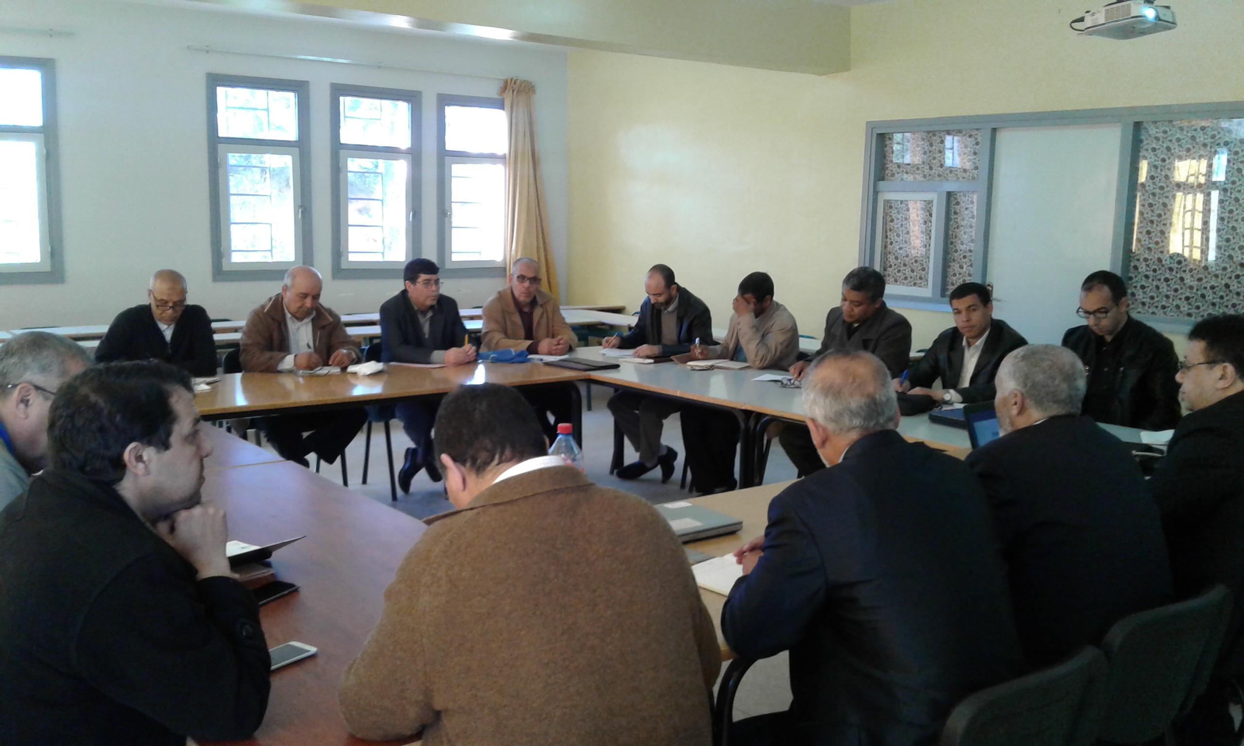 جماعة الممارسات المهنية ابن ماجة تعقد لقاء حول استثمار النتائج الدراسية للاسدس الأول