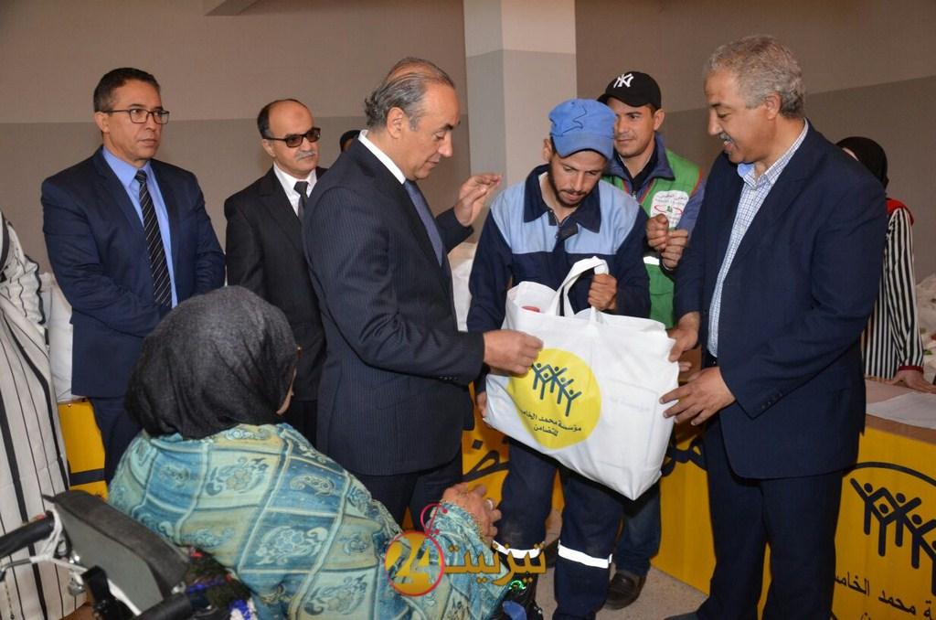 """عامل اقليم تيزنيت يعطي انطلاقة عملية الدعم الغذائي """"رمضان 1439"""""""
