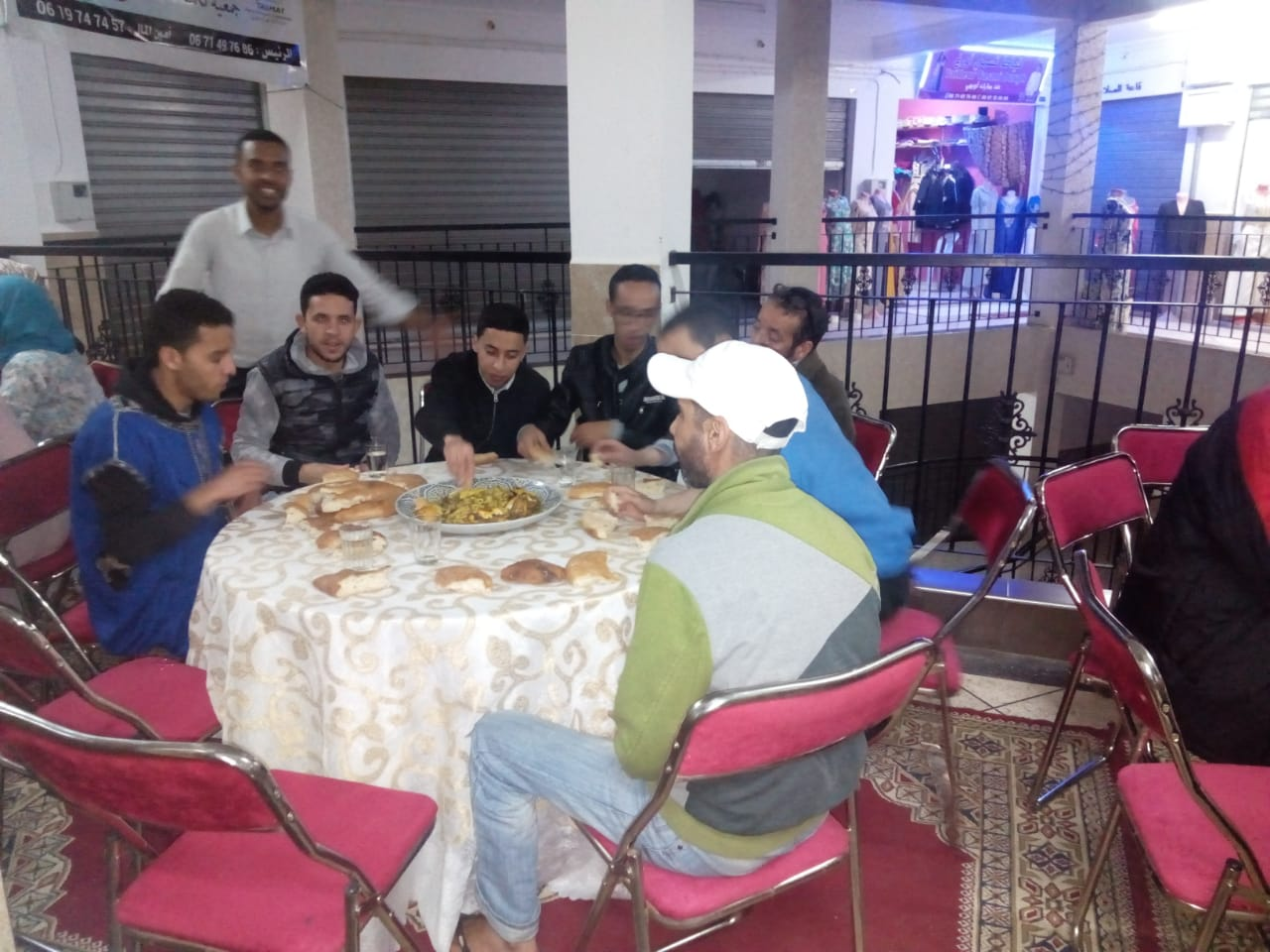 """بالصور : افطار جماعي لجمعية """" تكمات"""" للصناع التقليديين"""