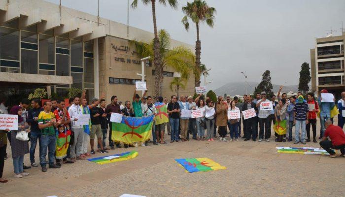 ناشطون و فاعلون جمعويون يخرجون للاحتجاج أمام جماعة أكادير