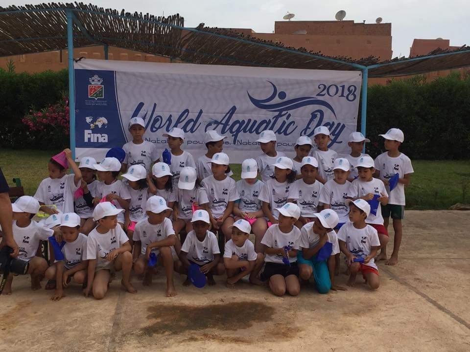 أطفال يستفيدون من أنشطة تطبيقية في السباحة و تقنيات الانقاذ