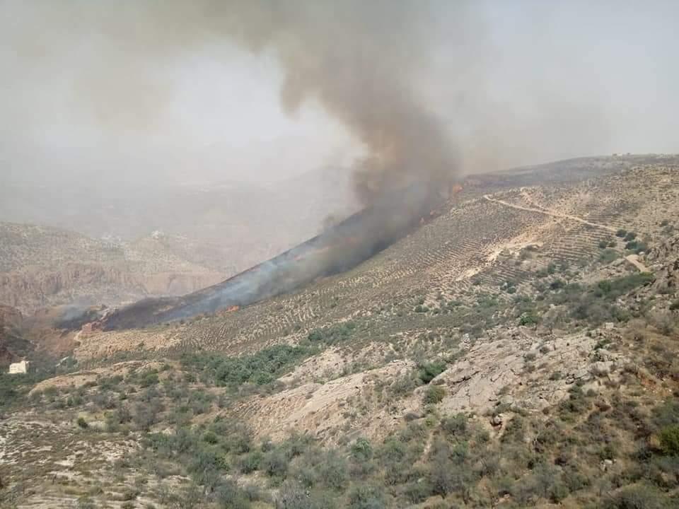 """اندلاع حريق مهول بمنطقة جبلية بتراب جماعة """"اثنين أداي"""""""