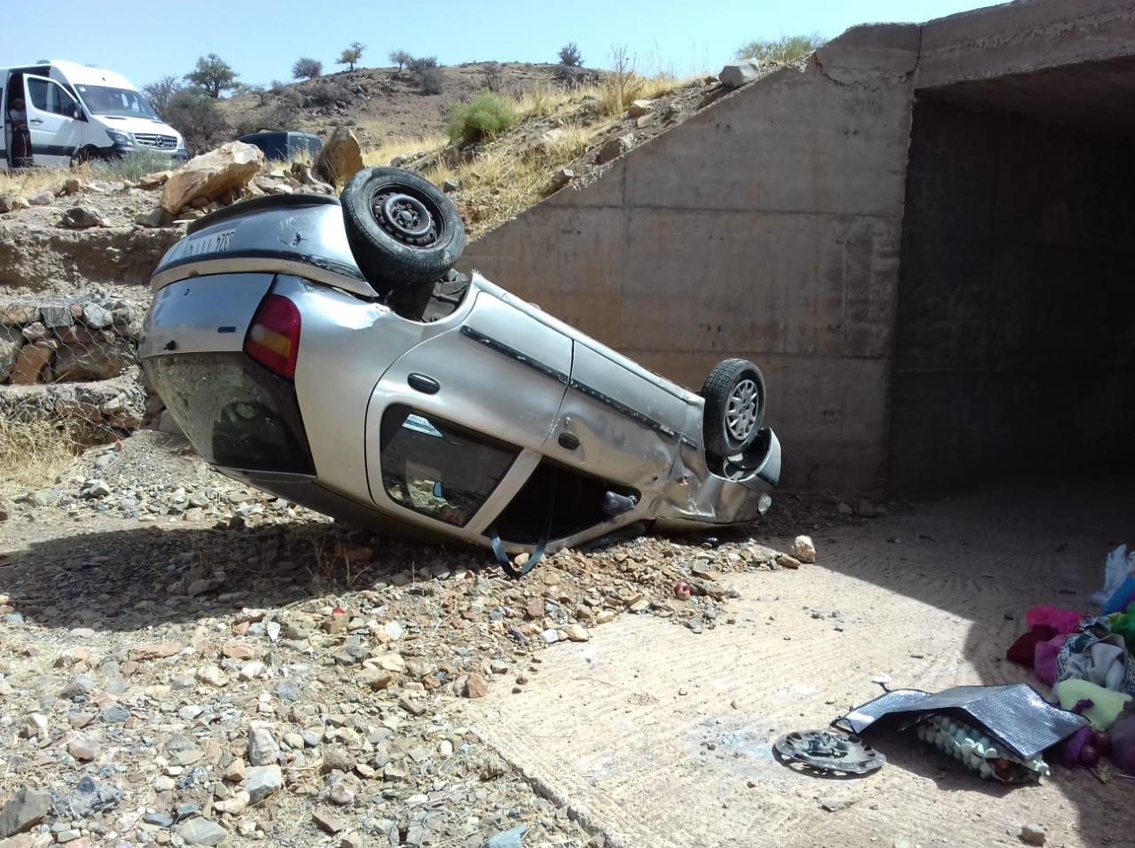 انقلاب سيارة في طريق تافراوت و نجاة ركابها من الموت