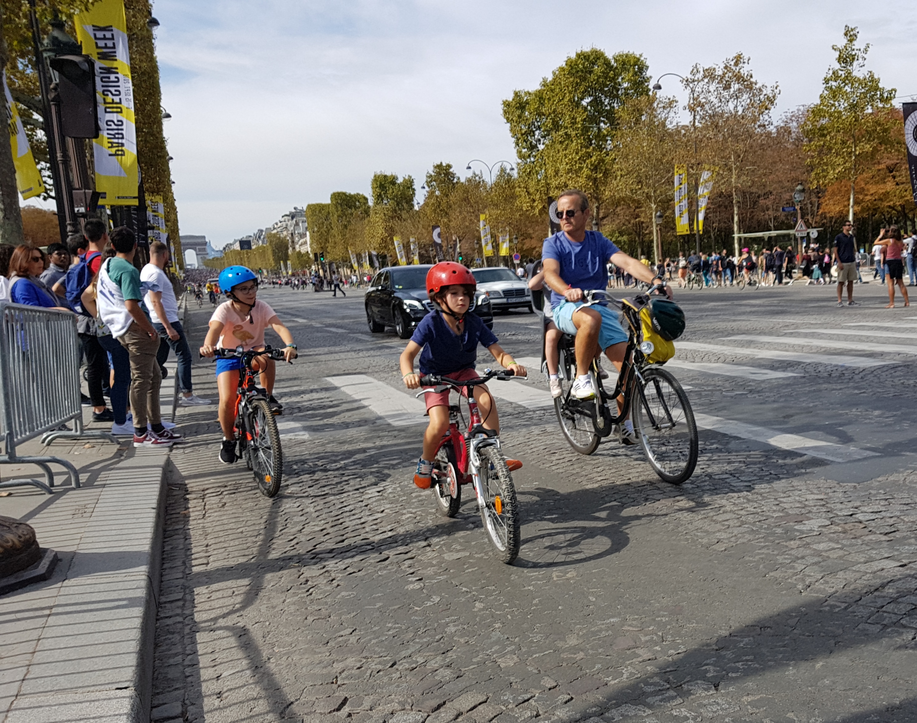 """فرنسا : باريس خالية من المركبات في إطار فعالية """"يوم بلا سيارات"""""""
