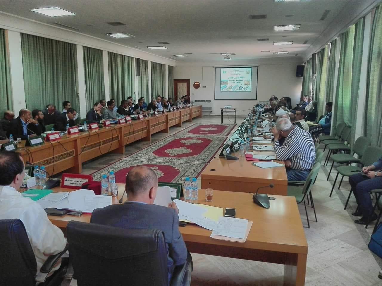 المجلس الاقليمي لتيزنيت يبرمج 87 مشروعا طرقيا على مستوى الإقليم
