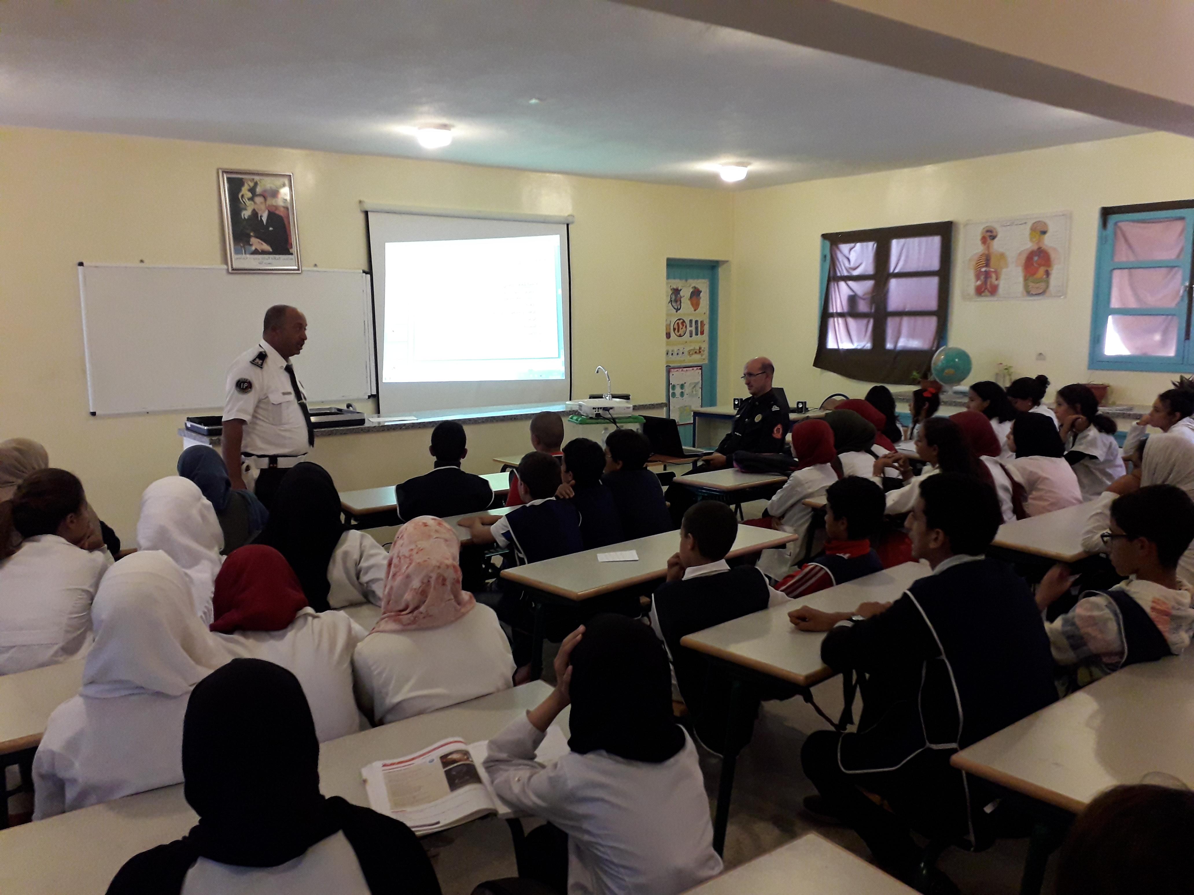 المدير الاقليمي بتيزنيت يشرف على اعطاء انطلاقة الحملات التحسيسية للامن الوطني بالوسط المدرسي